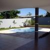 Visão da varanda/garagem em direção à piscina