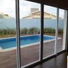 Vista da área de lazer para a piscina