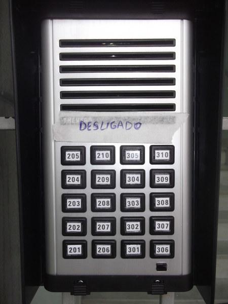 Como resolver problema de microfonia do porteiro eletrônico?