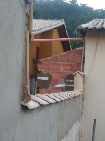 O vizinho pode construir usando a parede da minha casa?