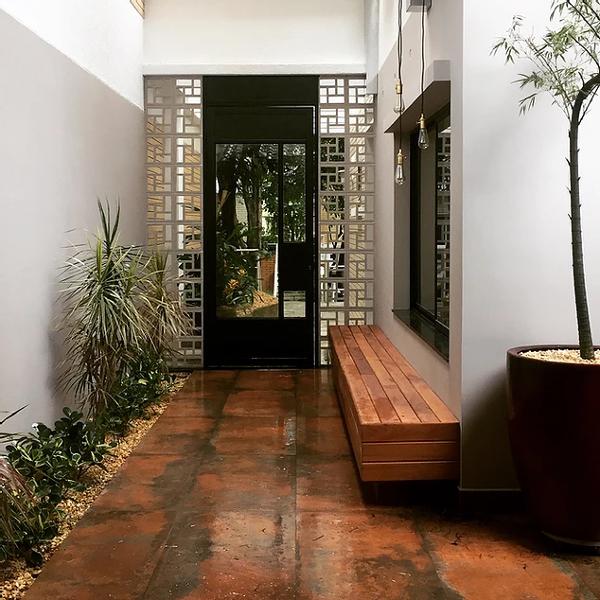 Quanto custa uma área com porta como essa? (porta + cobogó)
