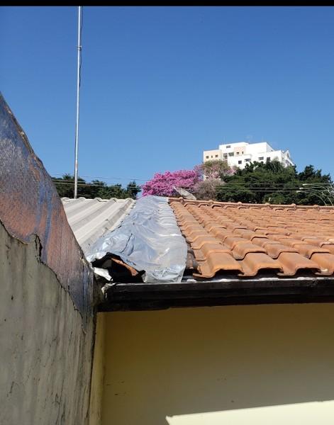 O vizinho pode colocar uma manta em cima do meu telhado?