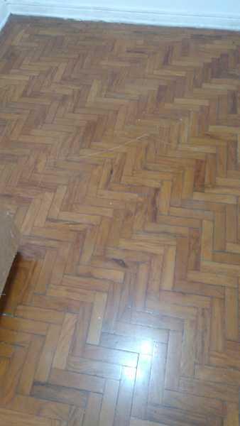 Como disfarçar esses arranhões no piso de taco?