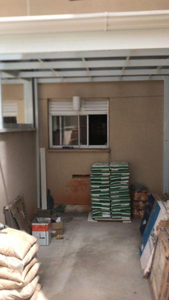 Preciso de documentação para trocar uma janela por uma porta no meu apartamento?