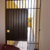 Realizar isolamento acústico de portão de casa geminada (urgente)