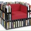 Fornecer poltrona para livros, com estofado em vermelho, medindo 1 m por 1 m
